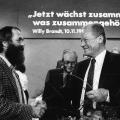 …pflegt man in der DDR eine ursprünglichere Bartkultur, hier: Markus Meckel und Willy Brandt beim Außerordentlichen Parteitag der SPD in Berlin 1989.