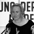 Engagierte politisch-historische Bildungsarbeit: Mitgründerin der SDP und MdB Angelika Barbe auf einer Veranstaltung der Friedrich-Ebert-Stiftung zur SDP-Gründung in Berlin 1992.