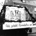 Für Lohnfortzahlung im Krankheitsfall wie bei Angestellten legen 1956 tausende Metallarbeiter in Schleswig-Holstein die Arbeit nieder.