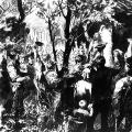 Die erste große Streikbewegung Europas formiert sich in den Jahren 1889/90, hier: ein Treffen streikender Bergleute des rheinisch-westfälischen Industriegebiets.