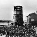 Für bessere Löhne: Die IG Bau, Steine, Erden unterstützt die Tarifforderungen der Bauarbeiter in Düsseldorf 1950.
