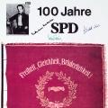 Trotz oder gerade wegen ihrer wechselvollen Geschichte, lebt die Ikonografie in unterschiedlichen Versionen fort. 1963 bekennen sich Willy Brandt, Herbert Wehner und Helmut Schmidt zu den Wurzeln von 1863.<br> Bildrechte: AdsD