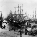 Dennoch bleibt für viele nur die Flucht aus Deutschland: Auswandererschiffe im Jonas-Hafen in Hamburg 1887.