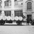 Das Vorwärtshaus mit Papierrollen in Berlin, 1921.