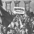 Vorwärts-Buchdrucker protestieren 1932 im Berliner Lustgarten gegen den Terror der SA.
