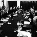 Man einigt sich auf einen Gegenbesuch in Kassel. Stophs Forderung nach der völkerrechtlichen Anerkennung der DDR bleibt folgenlos, ungeachtet…