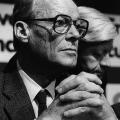 Diskussionen um den NATO-Doppelbeschlusses. Brandt und Schmidt sind auf dem Außerordentlichen SPD-Parteitag 1983 in Köln unterschiedlicher Meinung