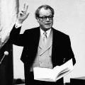 Am 14. Dezember 1972 wird Willy Brandt als Bundeskanzler vereidigt. Zum ersten Mal stellt die SPD die größte Fraktion im Bundestag.