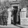 Wahllokal der am 31. März 1946 durchgeführten Urabstimmung der Sozialdemokraten in Westberlin, die in der Sowjetischen Besatzungszone unterbunden wird. <br> Bildrechte: AdsD