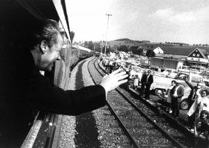 Im Sonderzug reist Willy Brandt im Bundestagswahlkampf durch Deutschland. Bildrechte: Josef H. Darchinger/AdsD