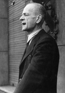 Kurt Schumacher organisiert die Wiedergründung der SPD nach dem Zweiten Weltkrieg maßgeblich von Hannover aus