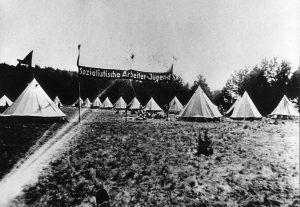 Im Jahr 1922 wird die Sozialistische Arbeiterjugend (SAJ) gegründet. 1923 entsteht die Reichsarbeitsgemeinschaft der Kinderfreunde Deutschlands (RAG), … Bildrechte: unbekannt