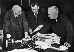Schwierige Wahlen stehen 1932 bevor: Otto Braun (Ministerpräsident Preußens), Otto Wels (SPD-Vorsitzender) und Carl Severing (Innenminister von Preußen). Bildrechte: AdsD