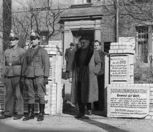Wahllokal der am 31. März 1946 durchgeführten Urabstimmung der Sozialdemokraten in Westberlin, die in der Sowjetischen Besatzungszone unterbunden wird. Bildrechte: AdsD
